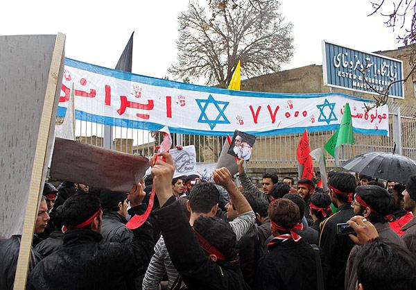 ההפגנה מול קברי מרדכי ואסתר