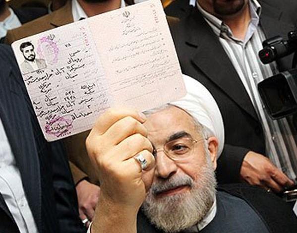 חסן רוחאני מראה לכם את תעודת הזהות שלו עם התאריך המזויף