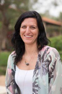 דנה עמרמי, פונדקאית במיל. מרצה בנושא פונדקאות